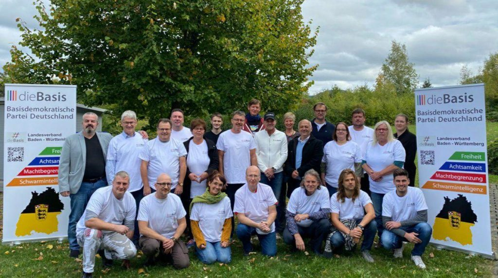 Die Gründer des dieBasis Landesverbandes BW Ende September 2020